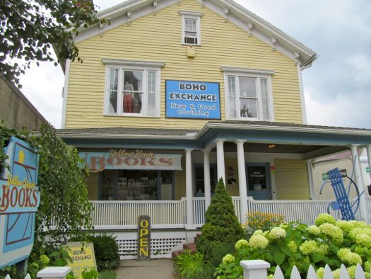 Great Barrington- Yellow House Books ext